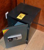 SP Diplomat 1-Door Safe (No Combination, Door Open)