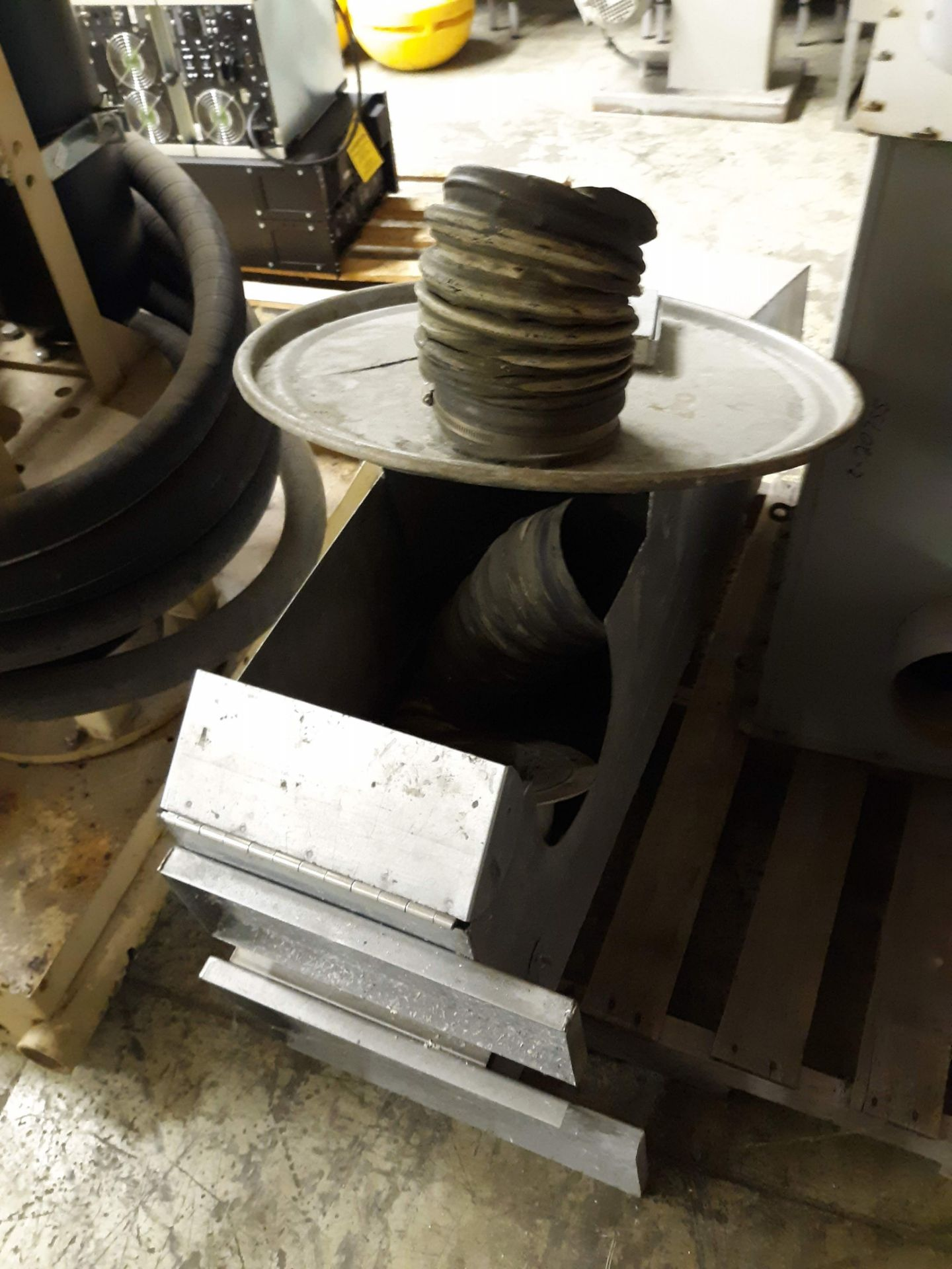 Lot 1232 - INDUSTRIAL DUST COLLECTOR PARTS(LOCATED AT: 433 COUNCIL DRIVE, FORT WAYNE, IN 46825)