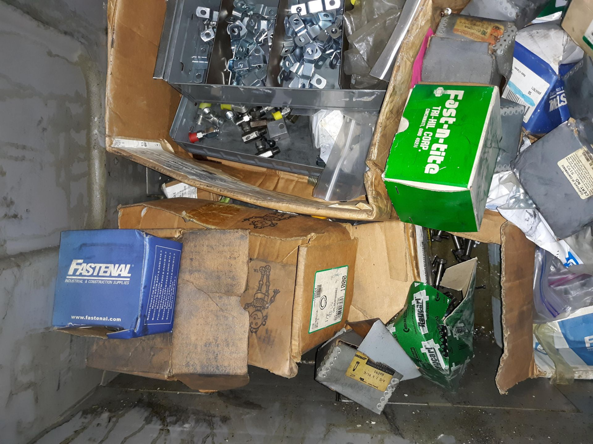 Lot 1059 - CRATE & CONTENTS; O-RINGS; VARIOUS FASTENERS; CLIPS & HARDWARE (LOCATED AT: 432 COUNCIL DRIVE,
