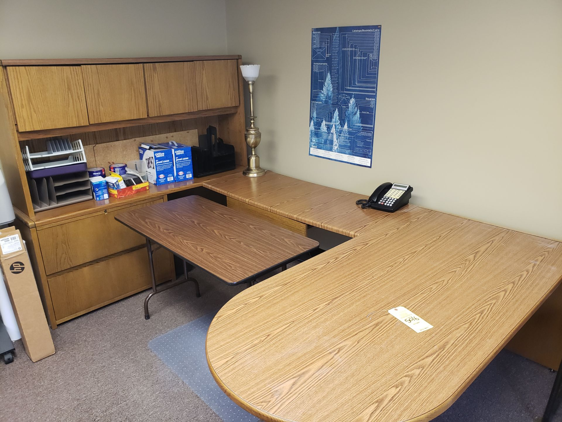 Lot 5016 - CORNER DESK SET & TABLE & CONTENTS (LOCATED AT: 16335 LIMA ROAD BLDG. 4 HUNTERTOWN, IN 46748)