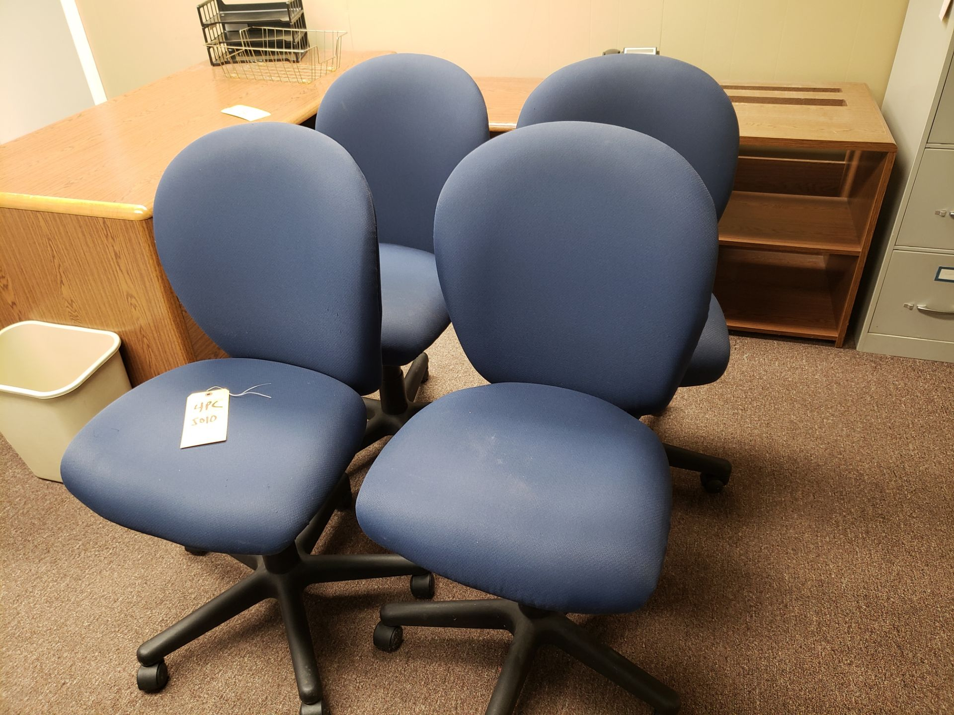 Lot 5010 - (4) OFFICE CHAIRS (LOCATED AT: 16335 LIMA ROAD BLDG. 4 HUNTERTOWN, IN 46748)
