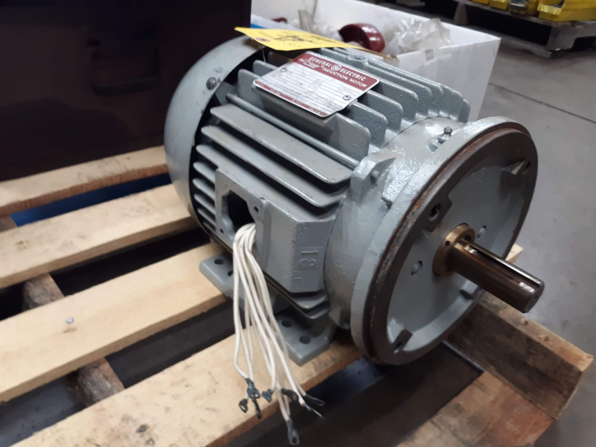 Lot 1006 - GE TRI CLAD AC MOTOR 5HP (LOCATED AT: 432 COUNCIL DRIVE, FORT WAYNE, IN 46825)
