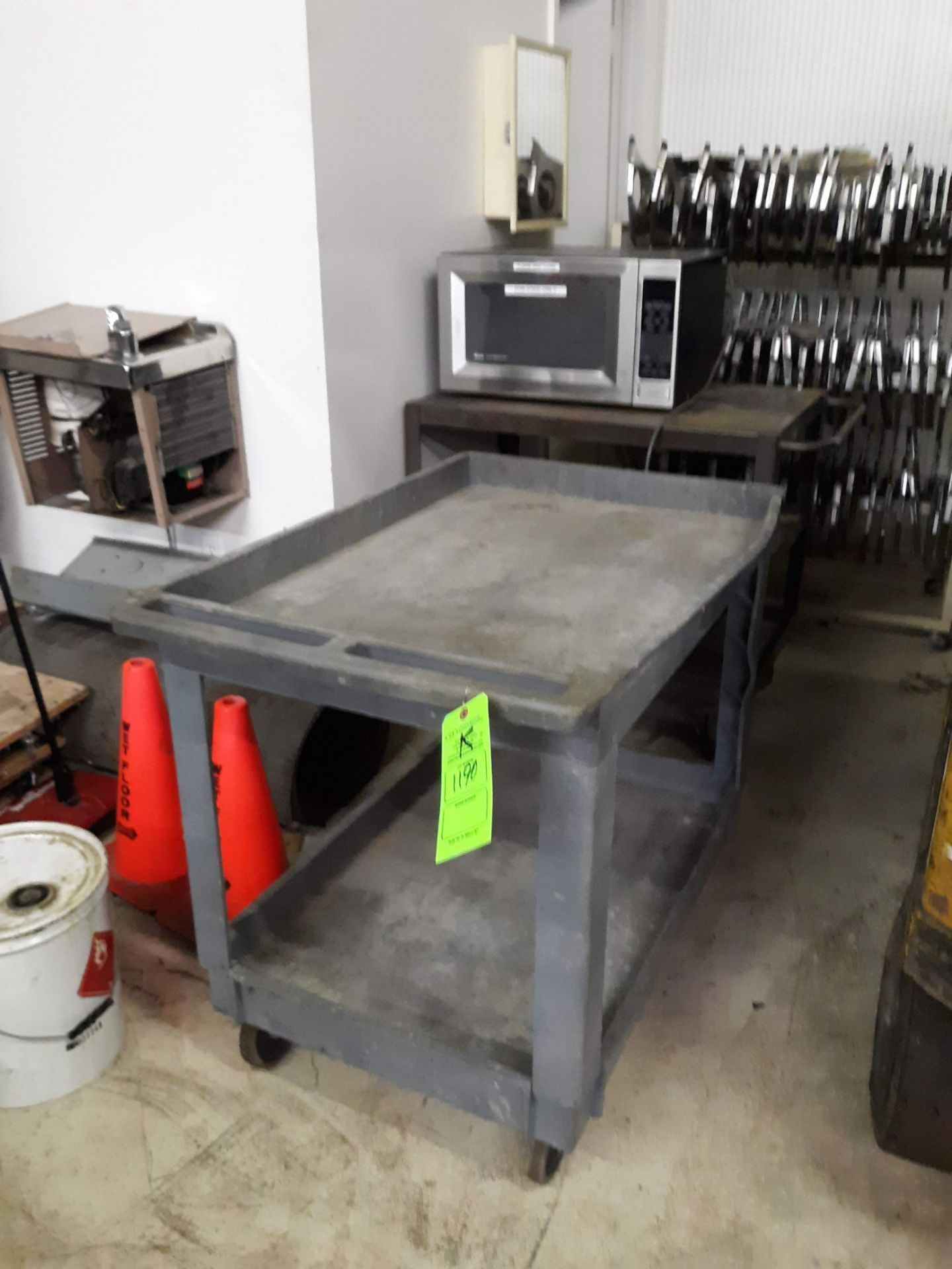 Lot 1190 - RUBBERMAID PLASTIC UTILITY CART (LOCATED AT: 432 COUNCIL DRIVE, FORT WAYNE, IN 46825)
