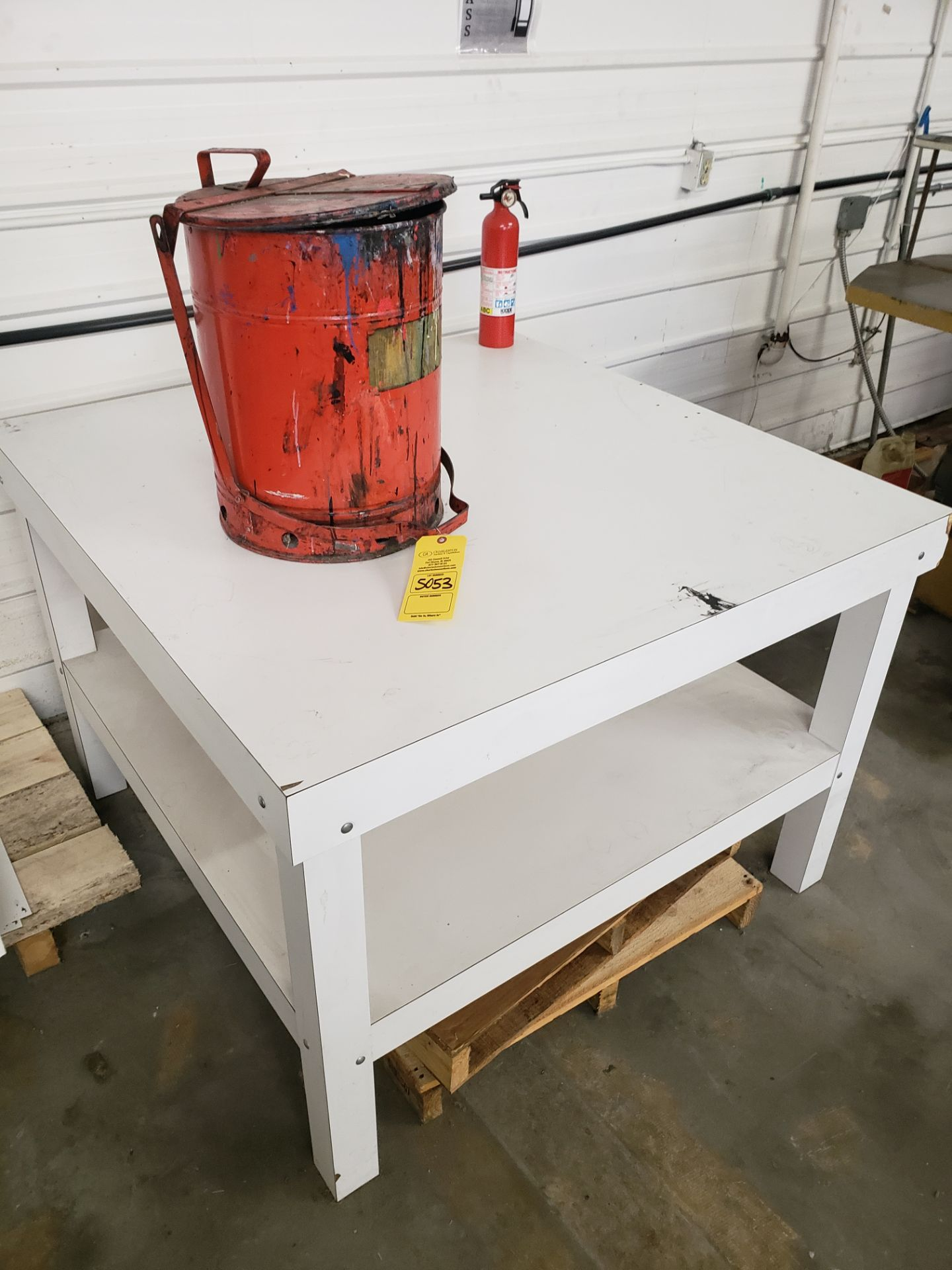 Lot 5053 - TABLE & RAG BUCKET (LOCATED AT: 16335 LIMA ROAD BLDG. 4 HUNTERTOWN, IN 46748)