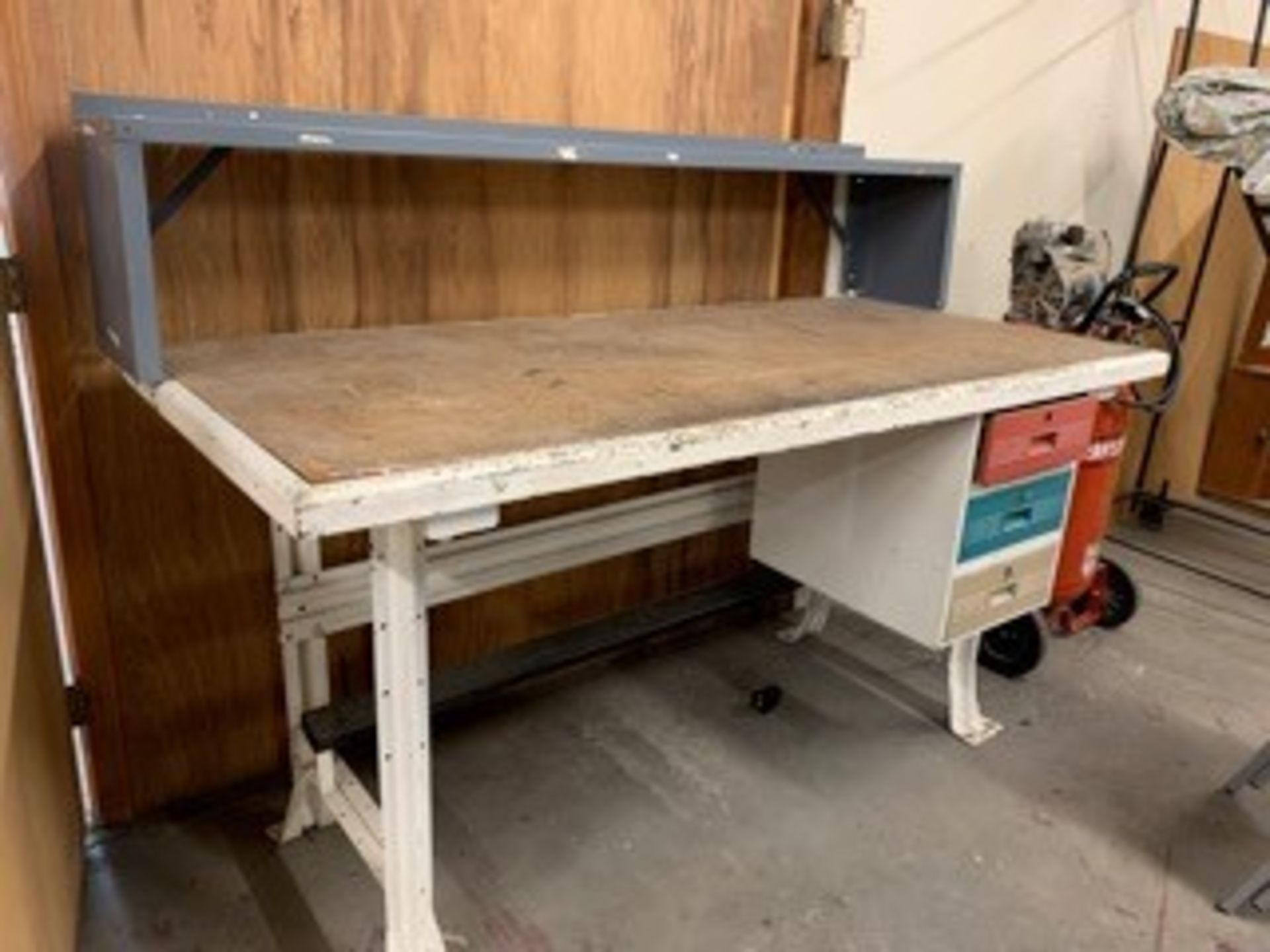 Lot 5071 - 6 FT. WORKBENCH (LOCATED AT: 16335 LIMA ROAD, HUNTERTOWN, IN 46748)
