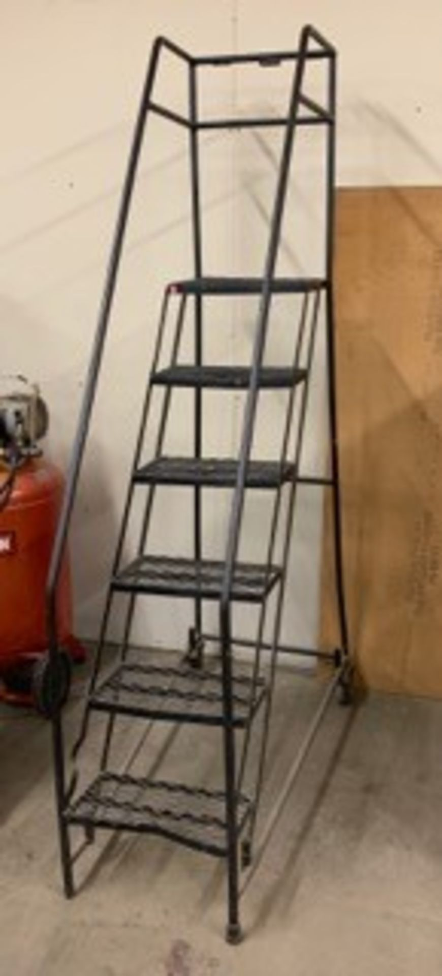 Lot 5063 - SAFETY LADDER (LOCATED AT: 16335 LIMA ROAD, HUNTERTOWN, IN 46748)