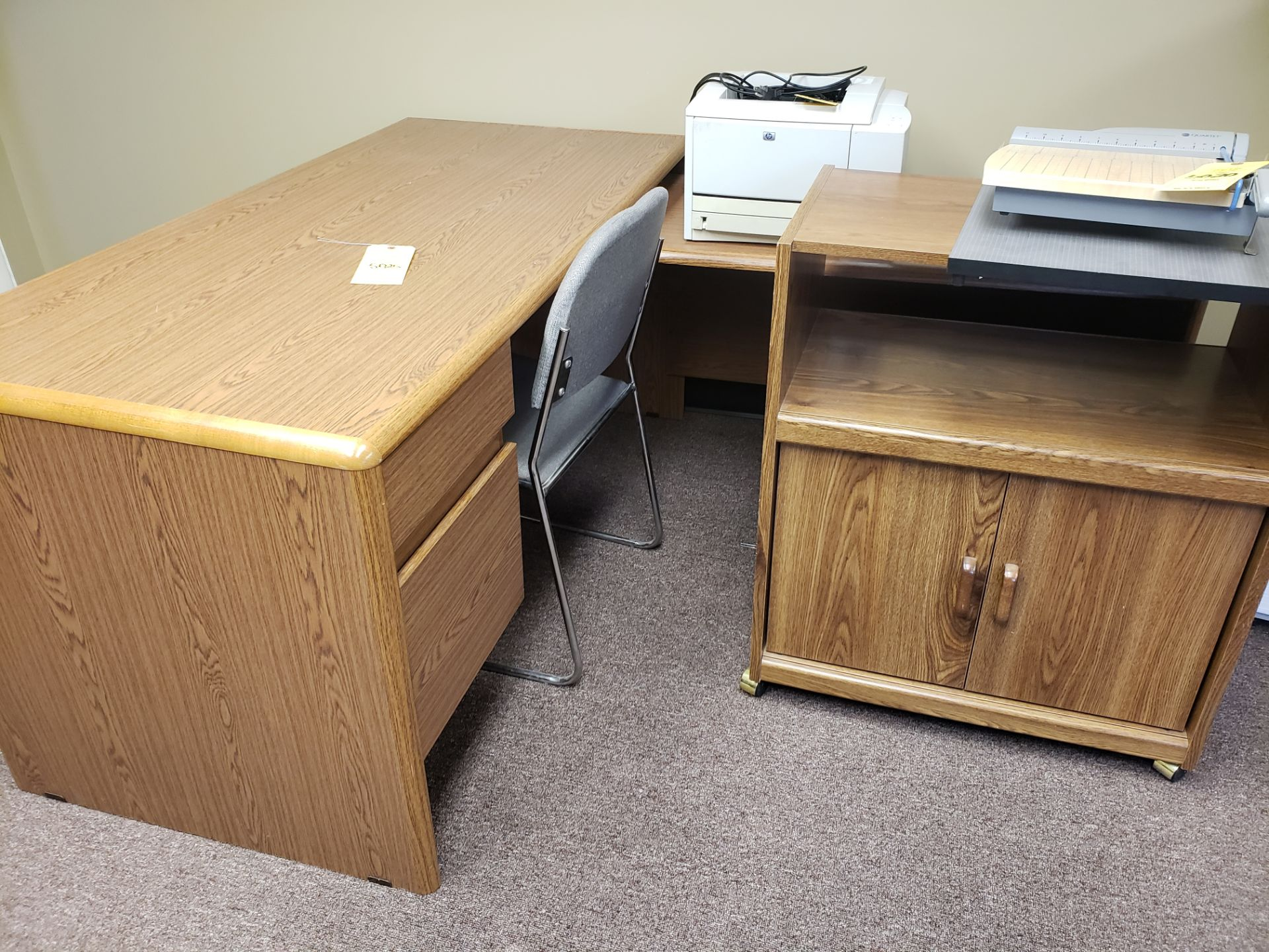Lot 5025 - DESK & CART (LOCATED AT: 16335 LIMA ROAD BLDG. 4 HUNTERTOWN, IN 46748)