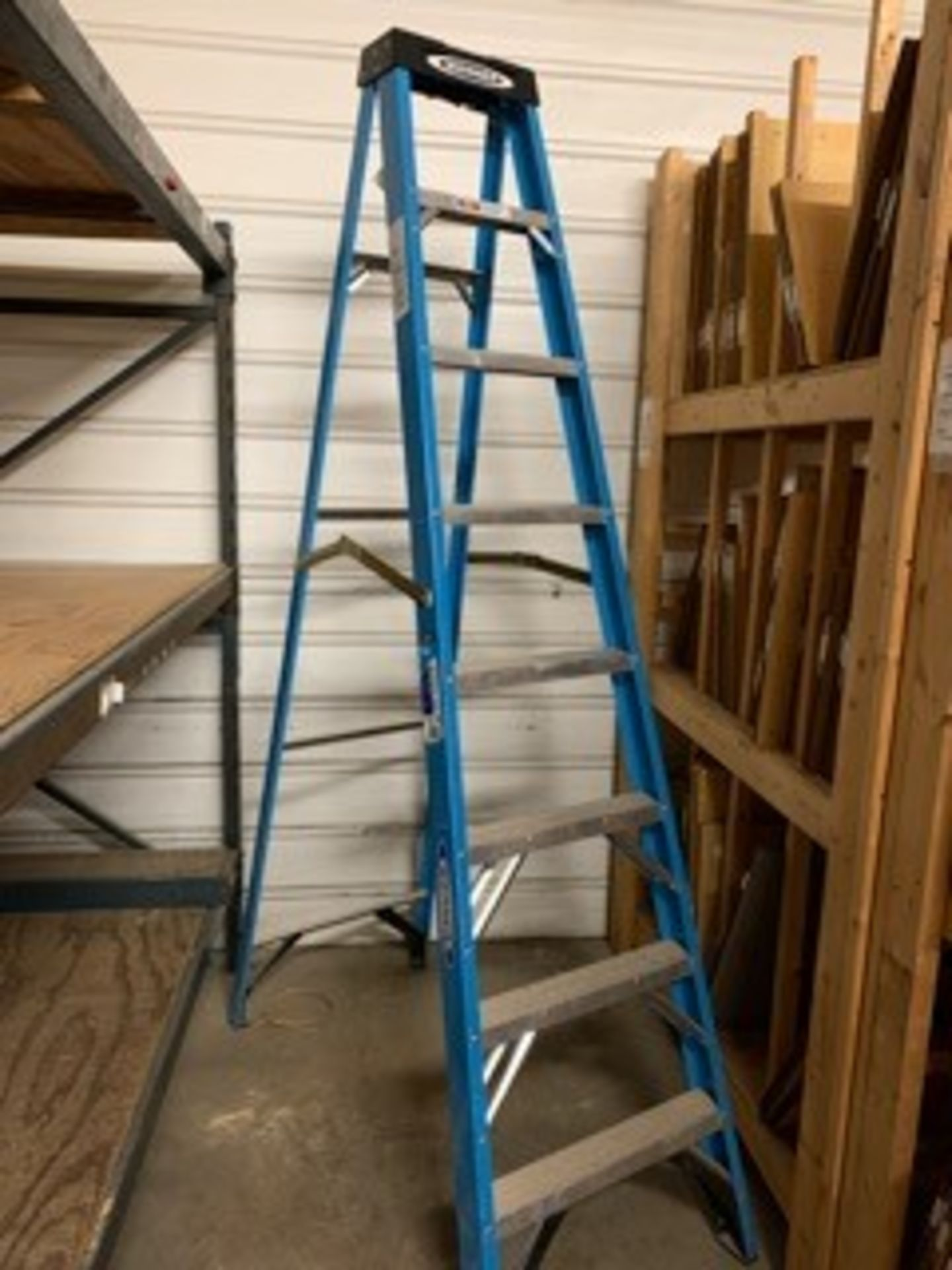 Lot 5069 - 8FT. LADDER (LOCATED AT: 16335 LIMA ROAD, HUNTERTOWN, IN 46748)