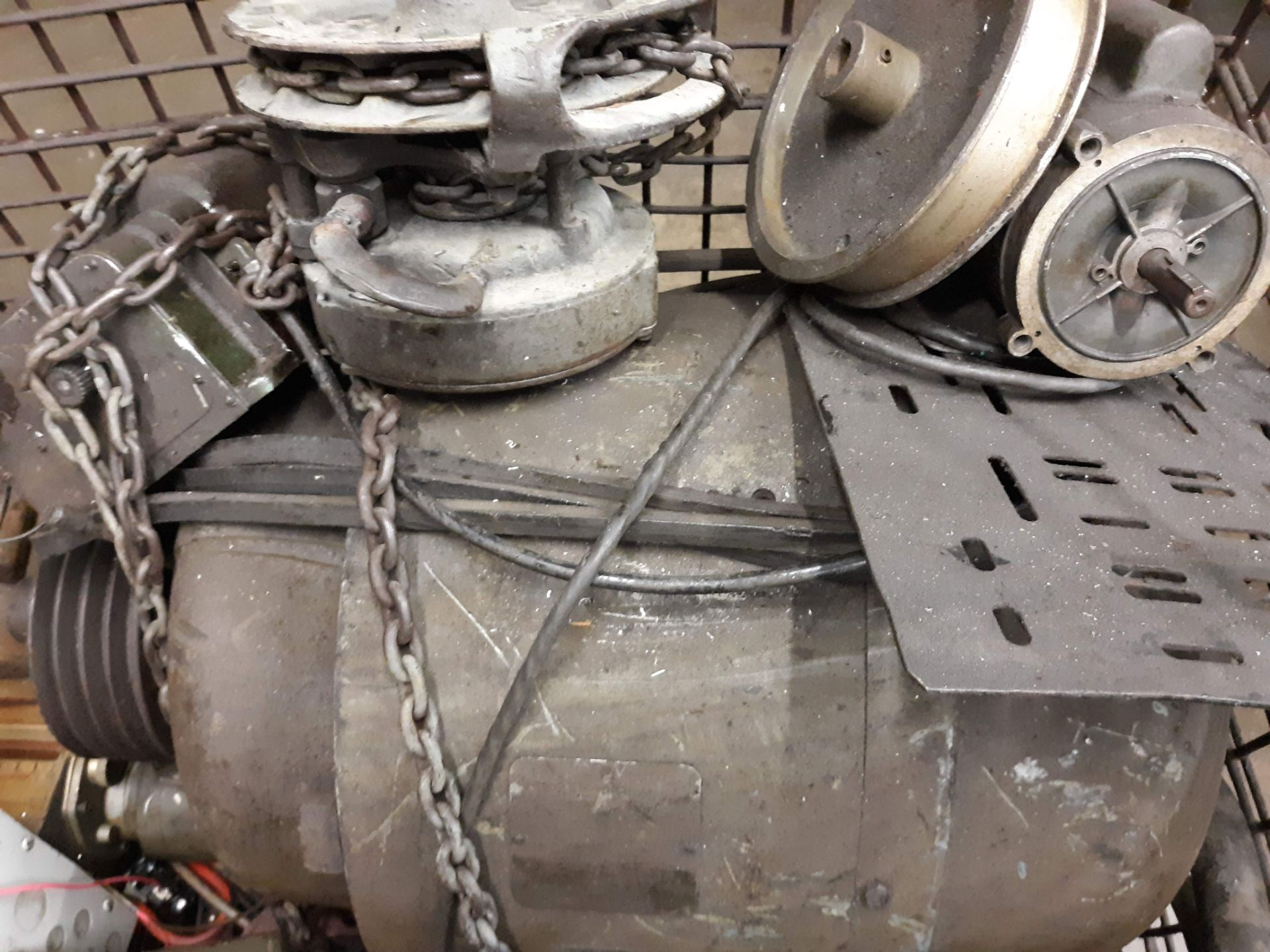 Lot 1003 - BASKET & LARGE MOTORS (TAG UNREADABLE) (LOCATED AT: 432 COUNCIL DRIVE, FORT WAYNE, IN 46825)