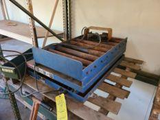 LEE ENGINEERING BATTERY LIFT: MODEL XS24-10 1000LB CAPACITY