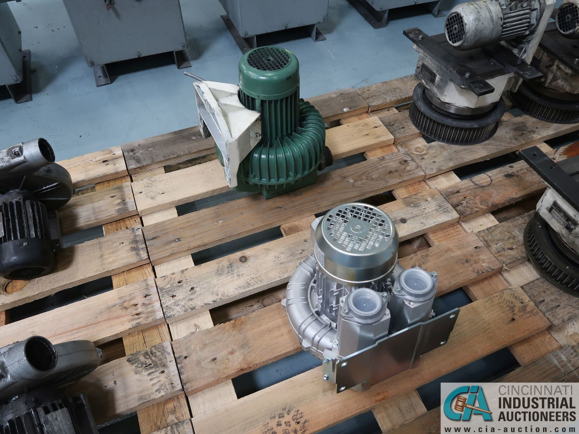 Lot 285 - 0.75 KW BLOWER MOTORS *$25.00 RIGGING FEE DUE TO INDUSTRIAL SERVICES AND SALES*