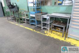 (LOT) MISC. STEEL BENCHES AND TABLES