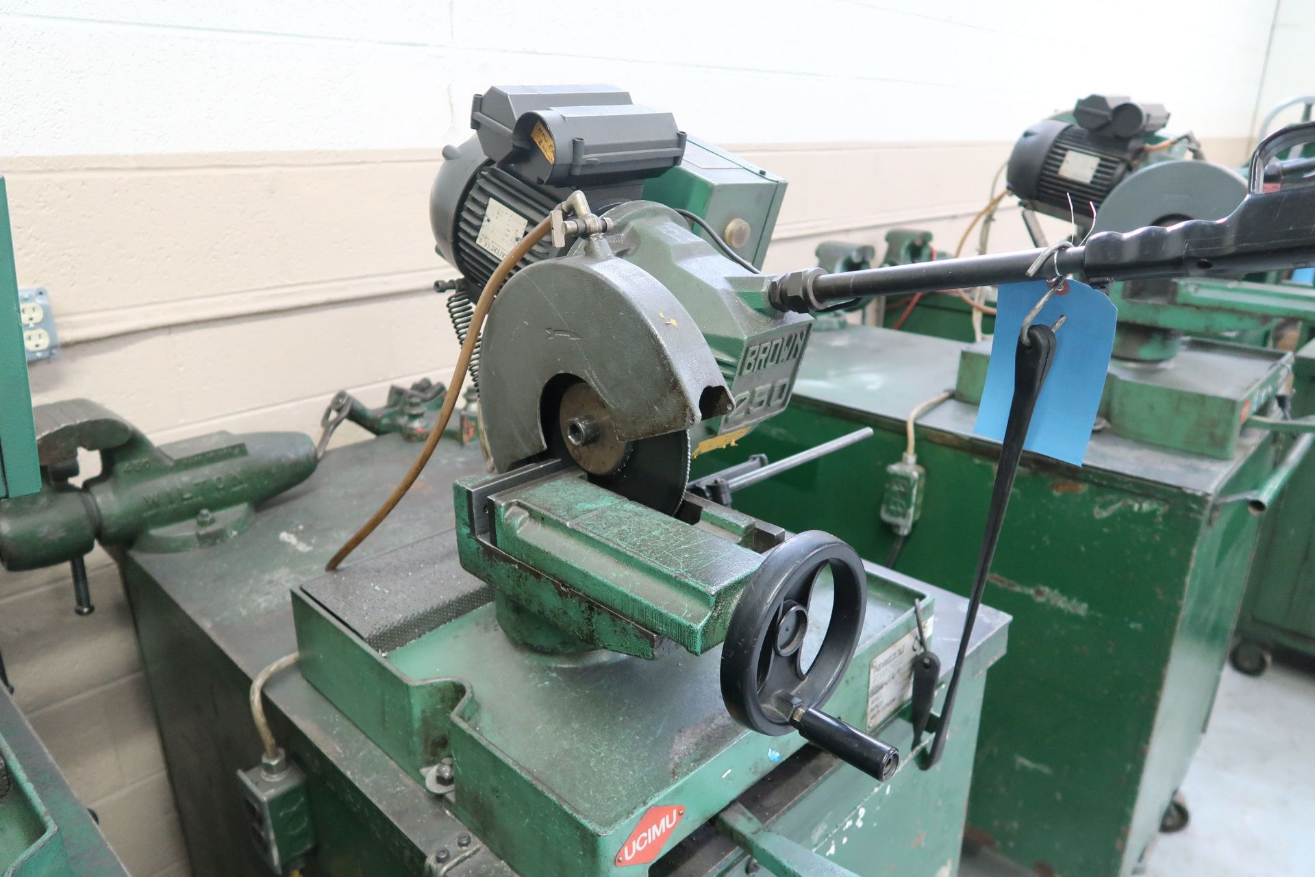 BROWN MODEL 250 TABLE MOUNTED SAW; S/N 034441, MOUNTED ON PORTABLE JOBBOX WITH 4-1/2 BENCH VISE - Image 3 of 5