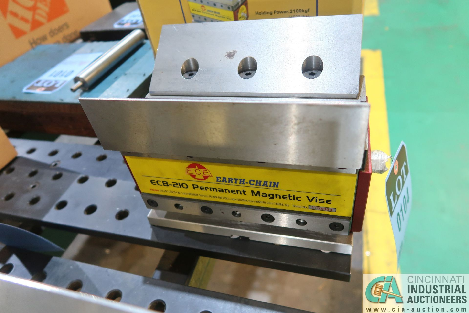 EARTH-CHAIN MODEL ECB-210 PERMANENT MAGNETIC VISE; S/N 2104824, WITH INDUCTION ANGLED SOFT BLOCKS