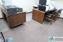 (LOT) MISC. OFFICE FURNITURE INCLUDING (2) DESKS, TABLE, BOOKSHELF, (2) CHAIRS