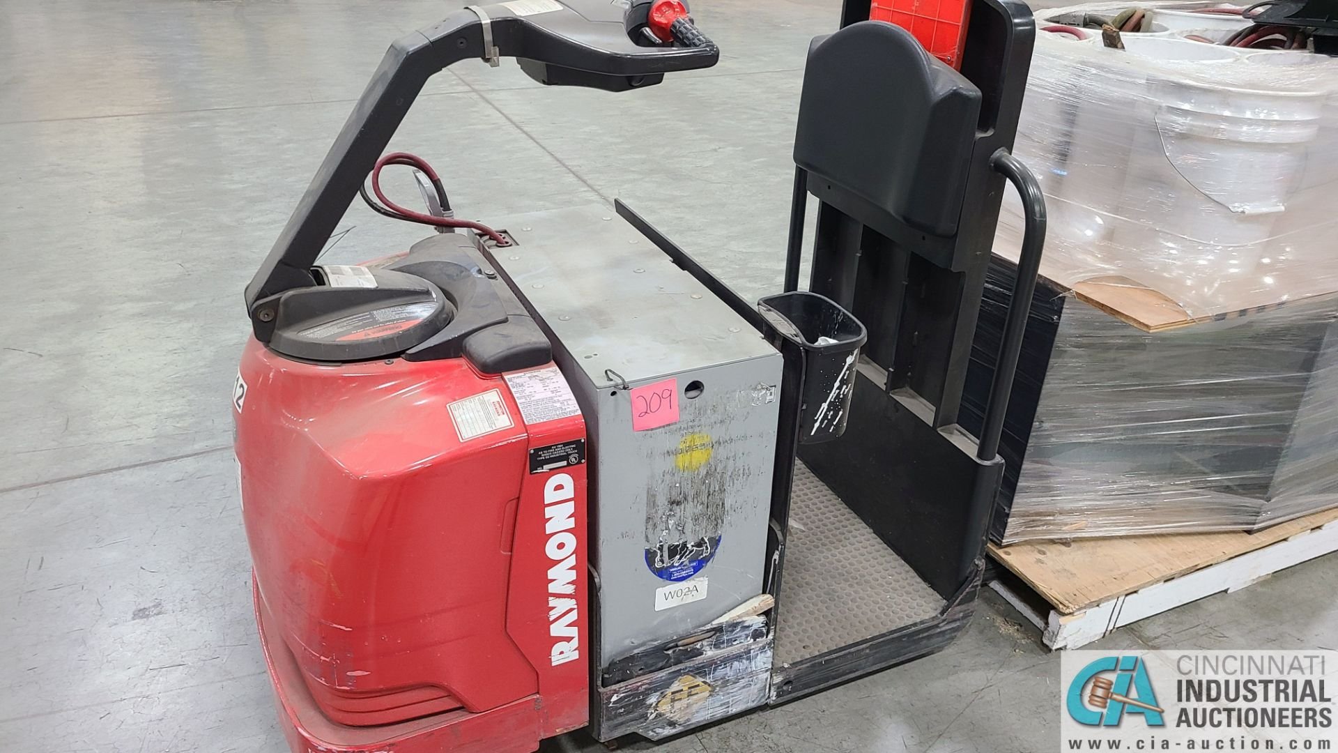 RAYMOND MODEL 8510 ELECTRIC PALLET TRUCK; S/N 851-15-11748, W/ BATTERY, HOURS N/A (NEW 2015) (2570 - Image 2 of 4