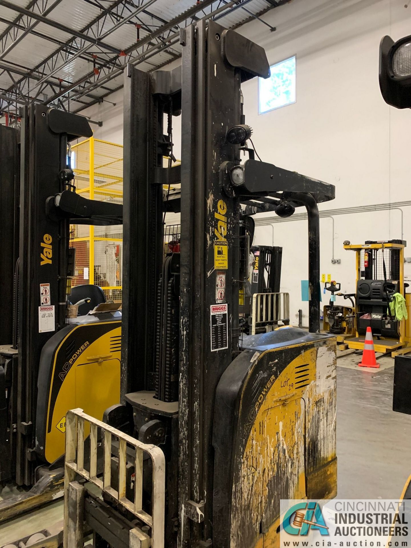 """4,500 LB. YALE MODEL NR045EANS36TE119 ELECTRIC REACH TRUCK; S/N C861N01987E, 272"""" MAX LIFT HEIGHT, - Image 5 of 9"""