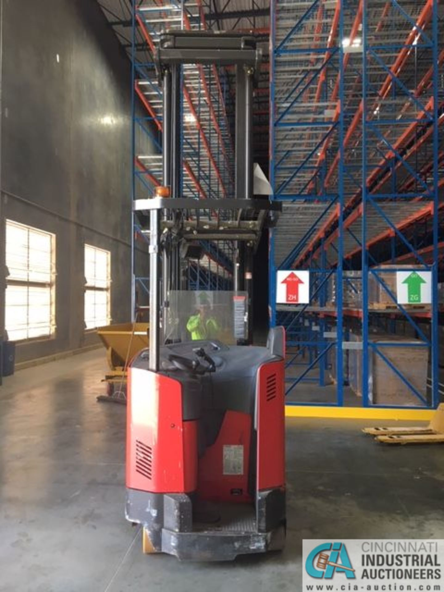 RAYMOND MODEL 750-R45TT ELECTRIC REACH TRUCK; S/N 750-15-BC47246, 36-VOLT BATTERY CHARGER, 36-VOLT - Image 7 of 9