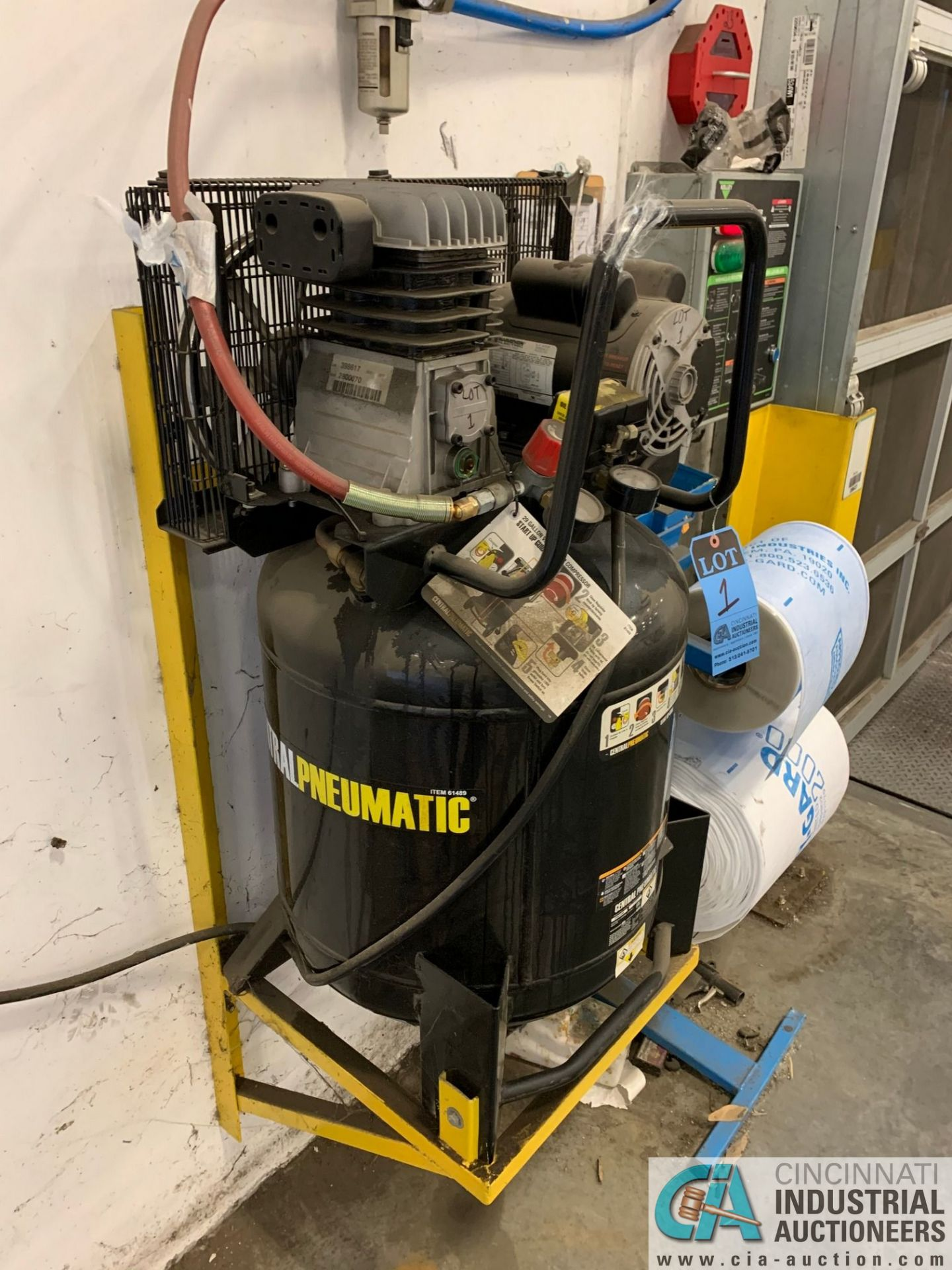 2-HP CENTRAL PNEUMATIC ITEM 61489 AIR COMPRESSOR; S/N 02957, 29-GALLON TANK, 150 MAX PSI (2015) ( - Image 3 of 7