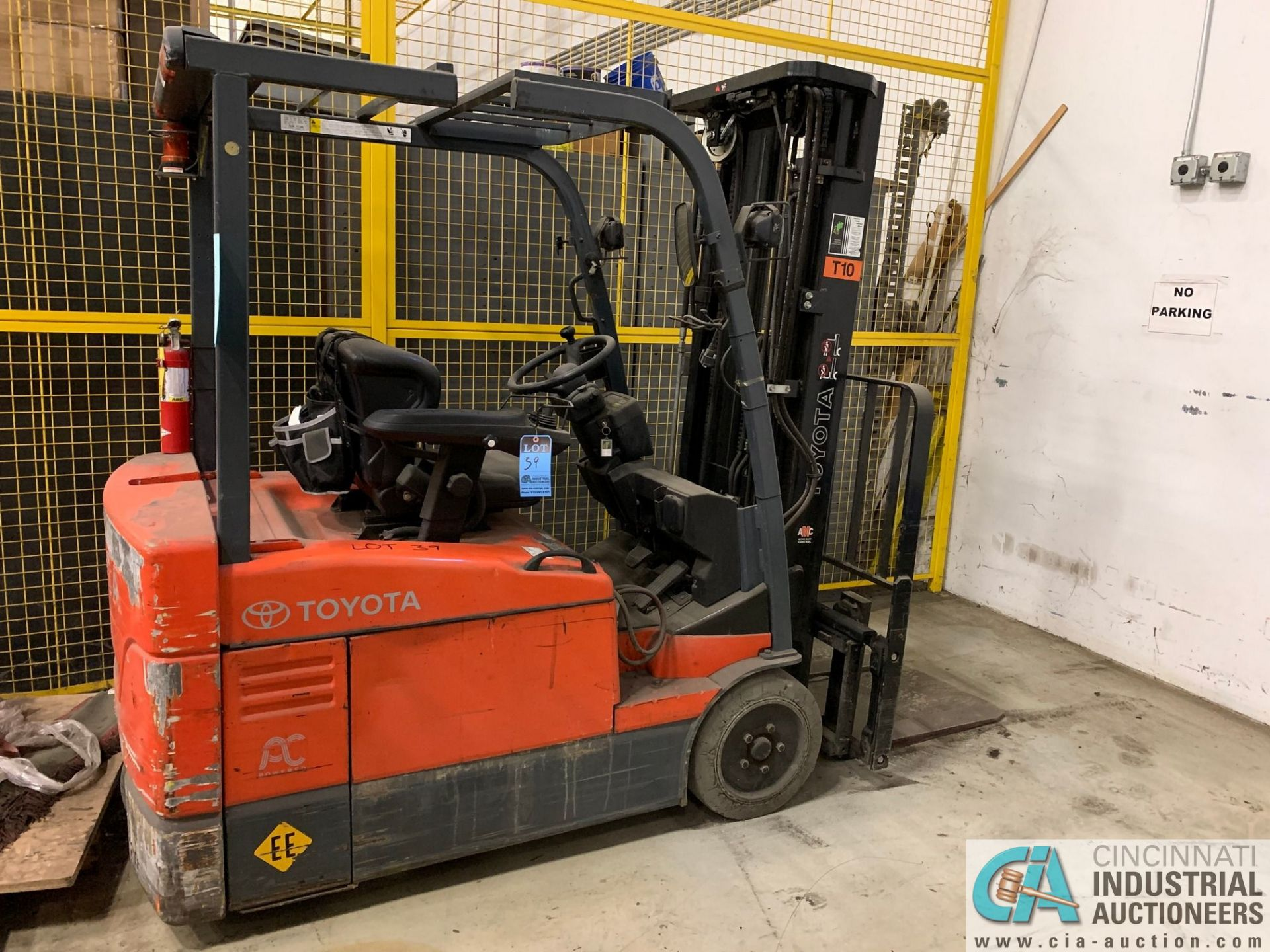 4,000 LB. TOYOTA MODEL 7FBEU20 SIT DOWN ELECTRIC LIFT TRUCK; S/N 23608 (OUT OF SERVICE) (5400 OAKLEY - Image 2 of 9
