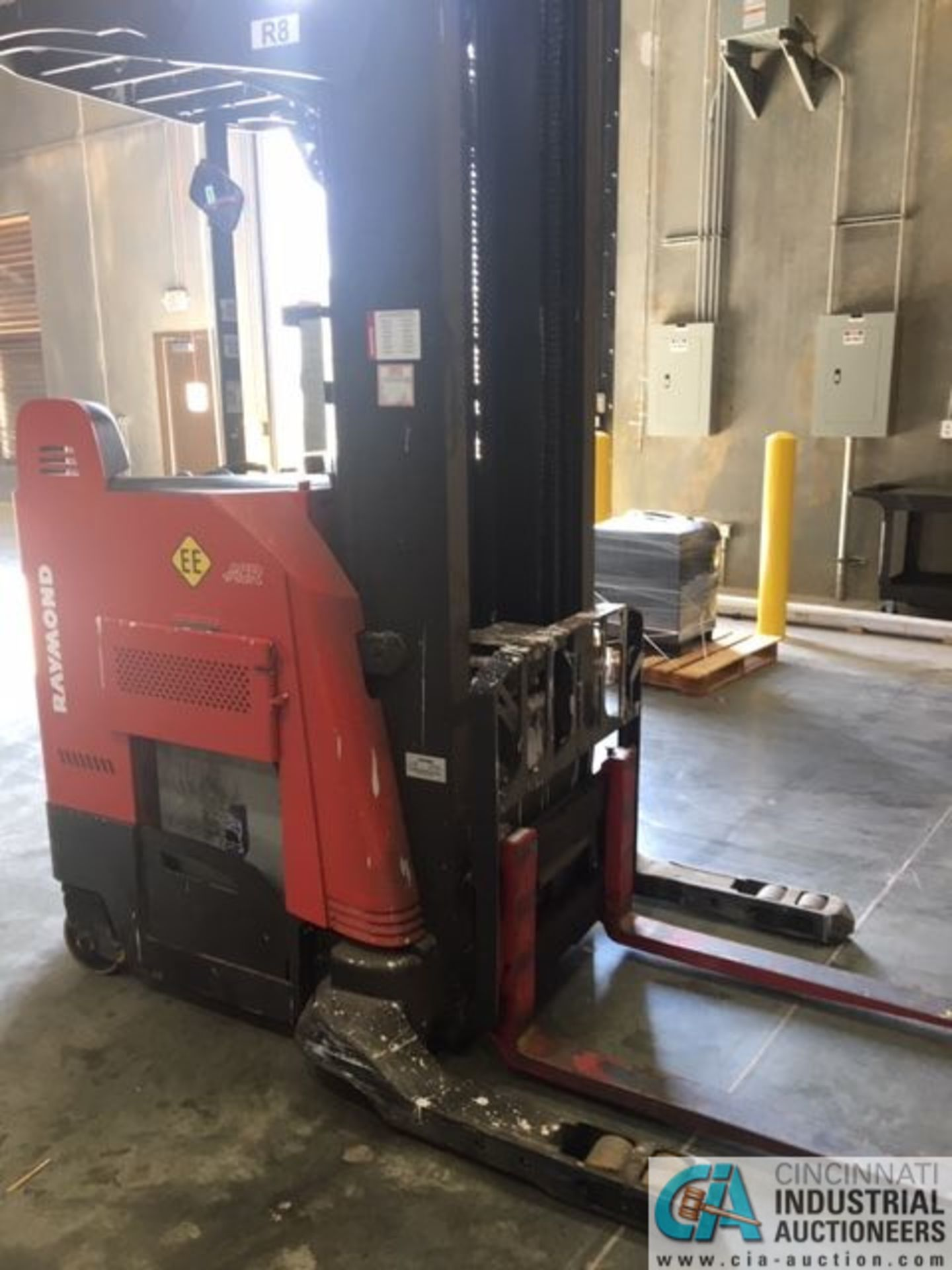 RAYMOND MODEL 750-R45TT ELECTRIC REACH TRUCK; S/N 750-15-BC47246, 36-VOLT BATTERY CHARGER, 36-VOLT - Image 4 of 9