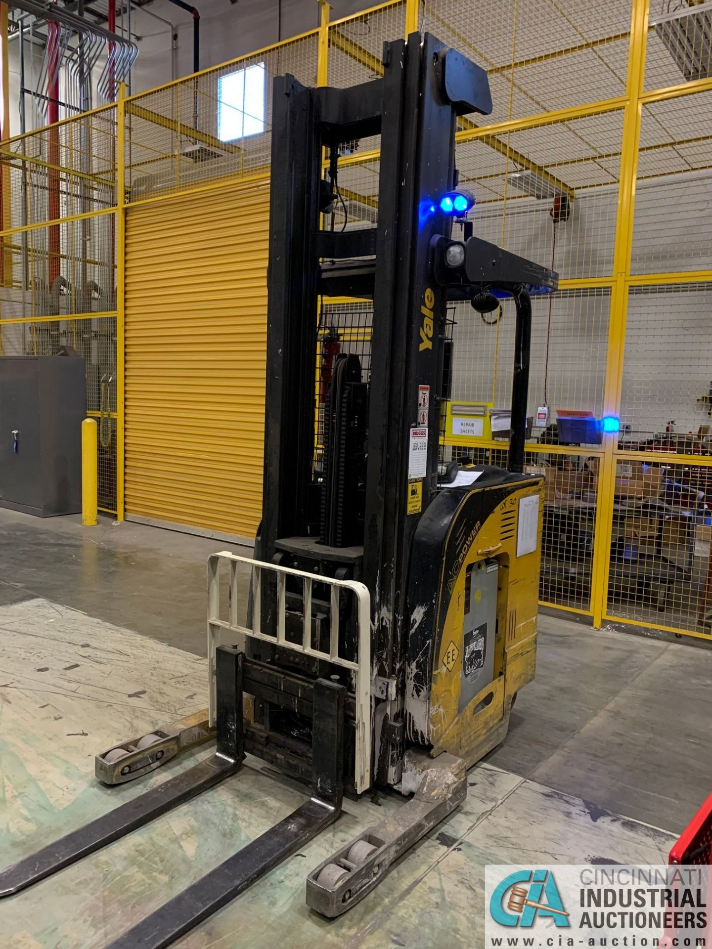 """4,500 LB. YALE MODEL NR045EANS36TE119 ELECTRIC REACH TRUCK; S/N C861N02032E, 272"""" MAX LIFT HEIGHT, - Image 5 of 7"""