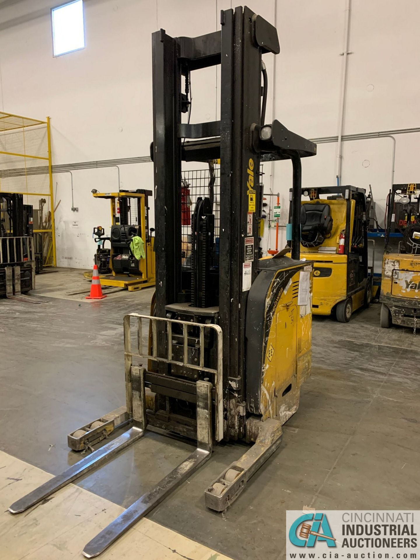 "4,500 LB. YALE MODEL NR045EANS36TE119 ELECTRIC REACH TRUCK; S/N C861N01989E, 272"" MAX LIFT HEIGHT, - Image 4 of 8"