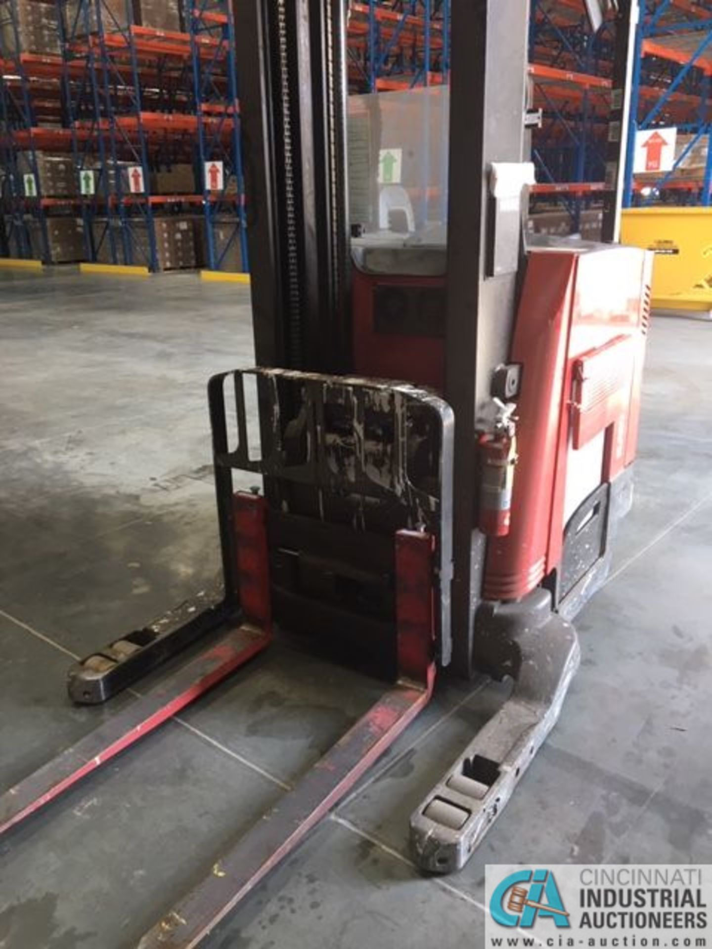RAYMOND MODEL 750-R45TT ELECTRIC REACH TRUCK; S/N 750-15-BC47246, 36-VOLT BATTERY CHARGER, 36-VOLT - Image 3 of 9