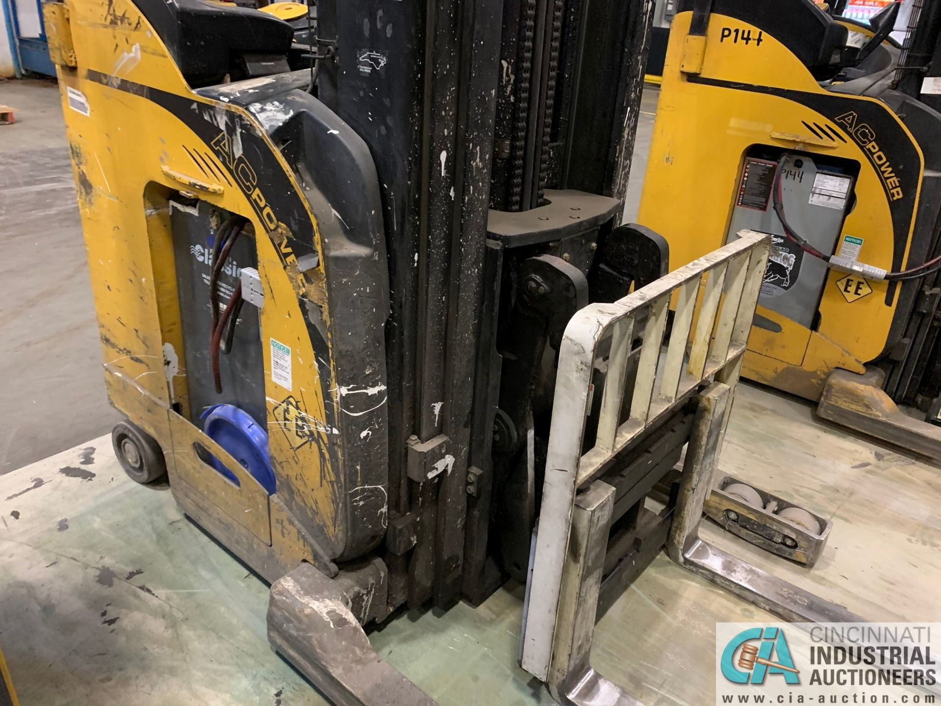 """4,500 LB. YALE MODEL NR045EANS36TE119 ELECTRIC REACH TRUCK; S/N C861N01987E, 272"""" MAX LIFT HEIGHT, - Image 8 of 9"""