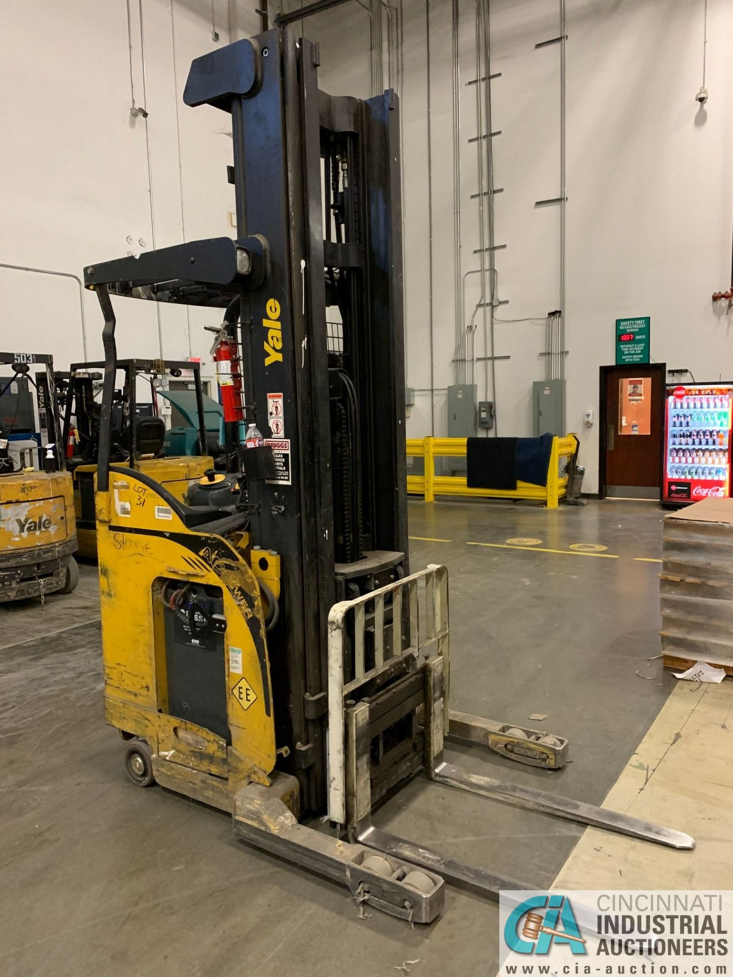 "4,500 LB. YALE MODEL NR045EANS36TE119 ELECTRIC REACH TRUCK; S/N C861N01989E, 272"" MAX LIFT HEIGHT, - Image 6 of 8"