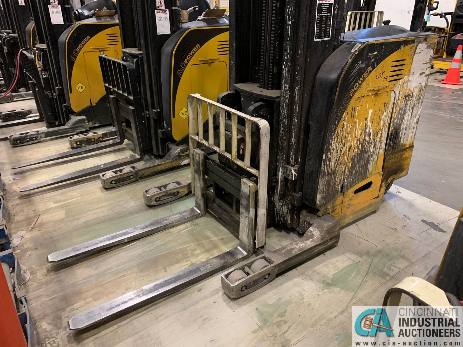 """4,500 LB. YALE MODEL NR045EANS36TE119 ELECTRIC REACH TRUCK; S/N C861N01987E, 272"""" MAX LIFT HEIGHT, - Image 6 of 9"""
