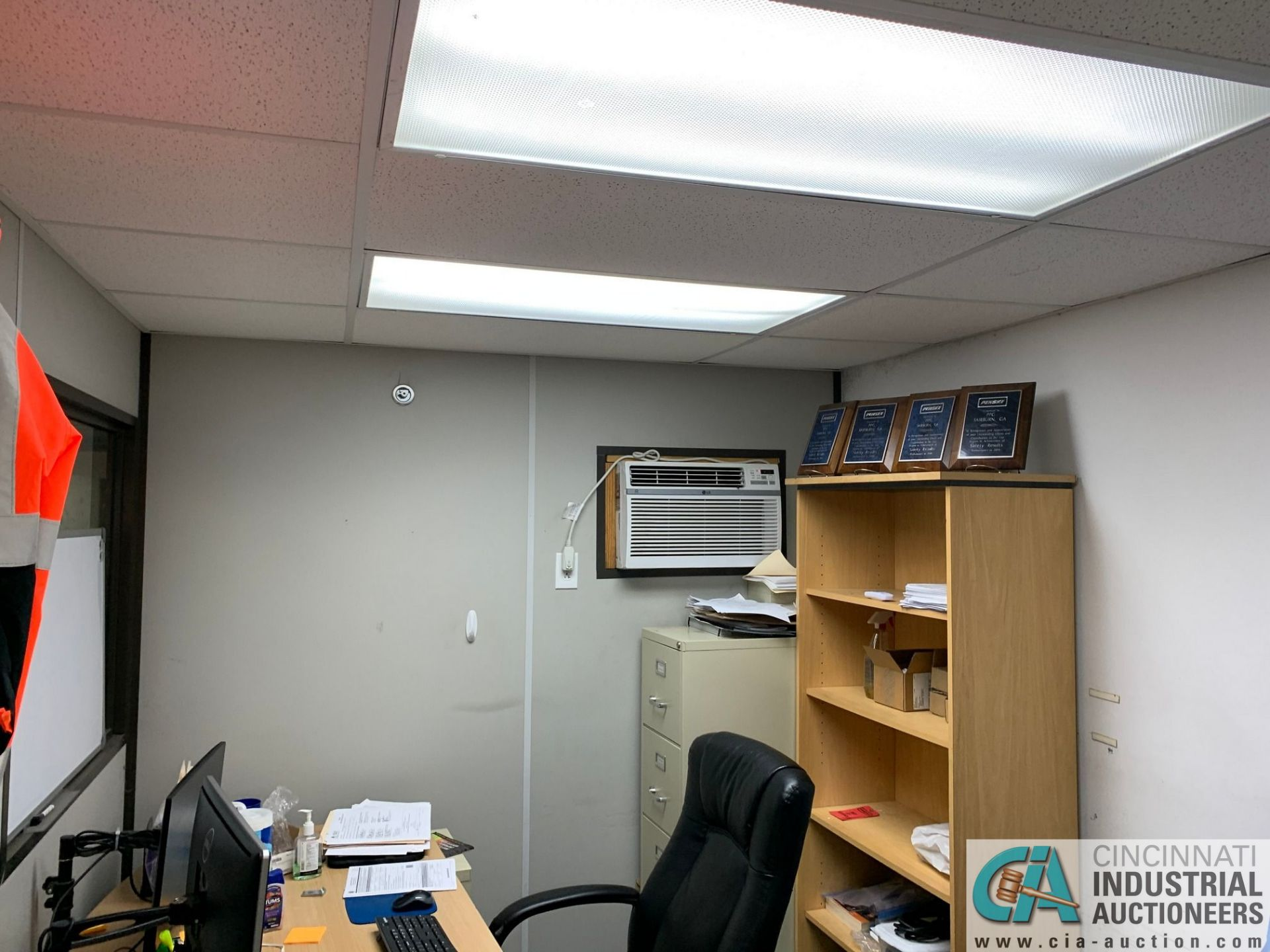 """208 SQ FT. MODULAR OFFICE #1 (PENSKE); 8' X 26' INSIDE, 98"""" OUTSIDE HEIGHT (NO CONTENTS) (5400 - Image 8 of 10"""
