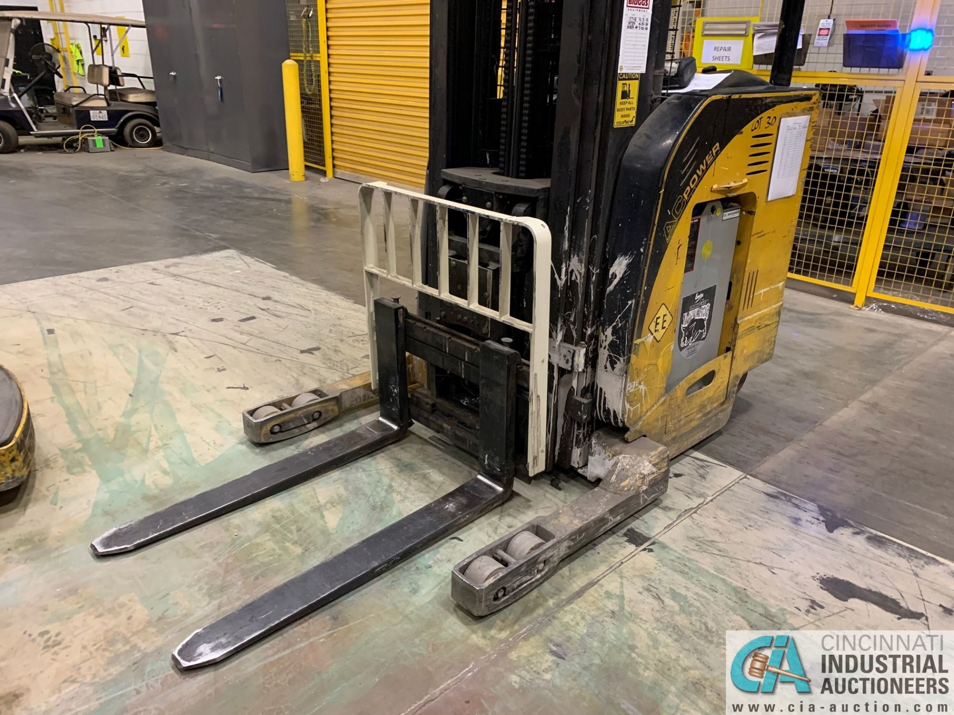 """4,500 LB. YALE MODEL NR045EANS36TE119 ELECTRIC REACH TRUCK; S/N C861N02032E, 272"""" MAX LIFT HEIGHT, - Image 6 of 7"""