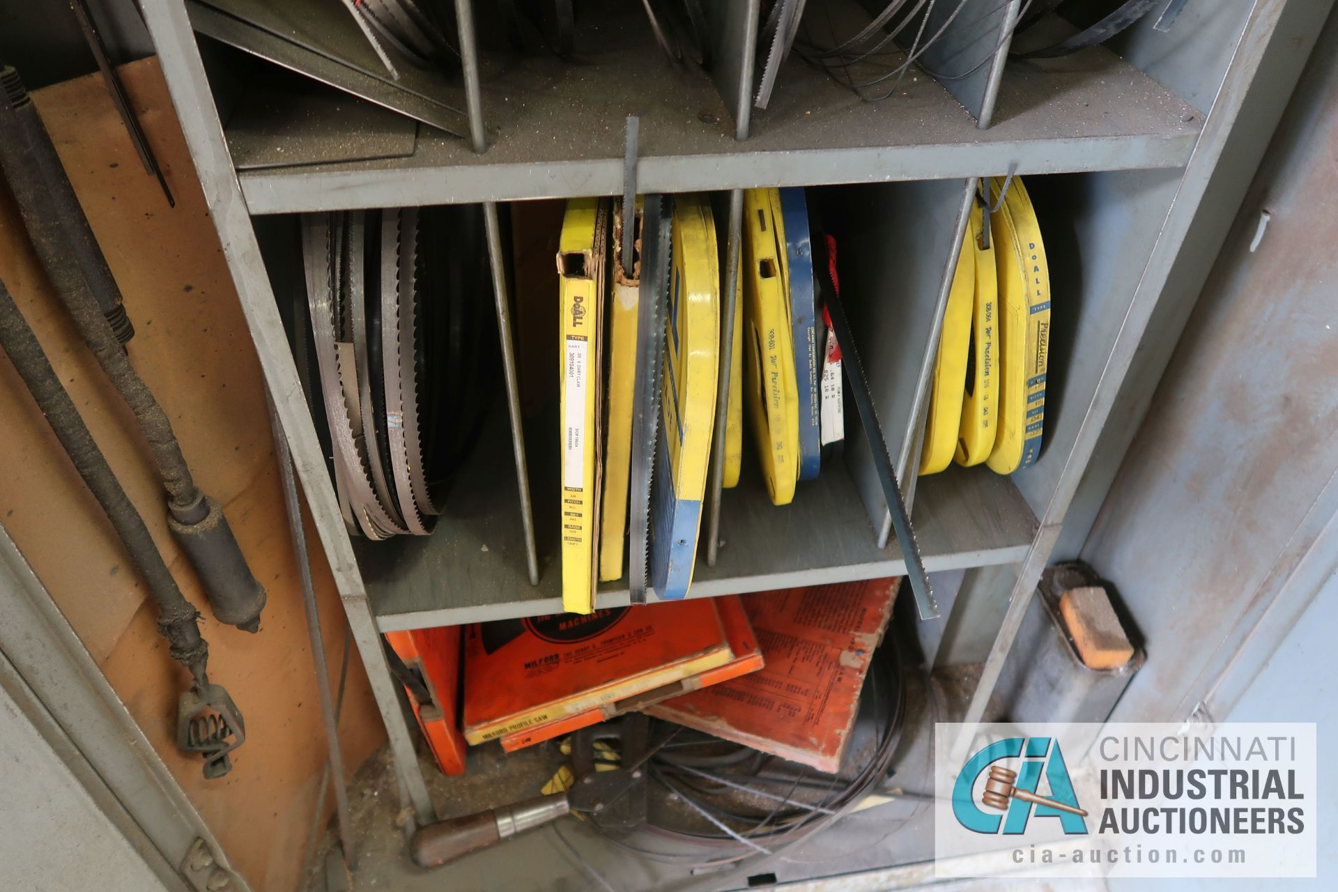 (LOT) MISCELLANEOUS SIZE BAND SAW BLADES WITH STORAGE CABINET - Image 5 of 6