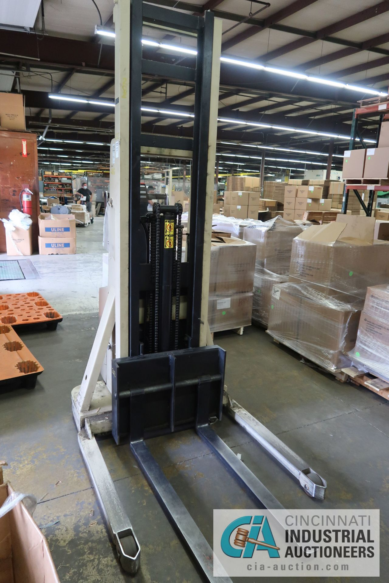 2,000 LB. CAPACITY CROWN MODEL 20MT ELECTRIC WALK BEHIND ELECTRIC STACKER; S/N 1A132307, 24 VOLT, - Image 3 of 5