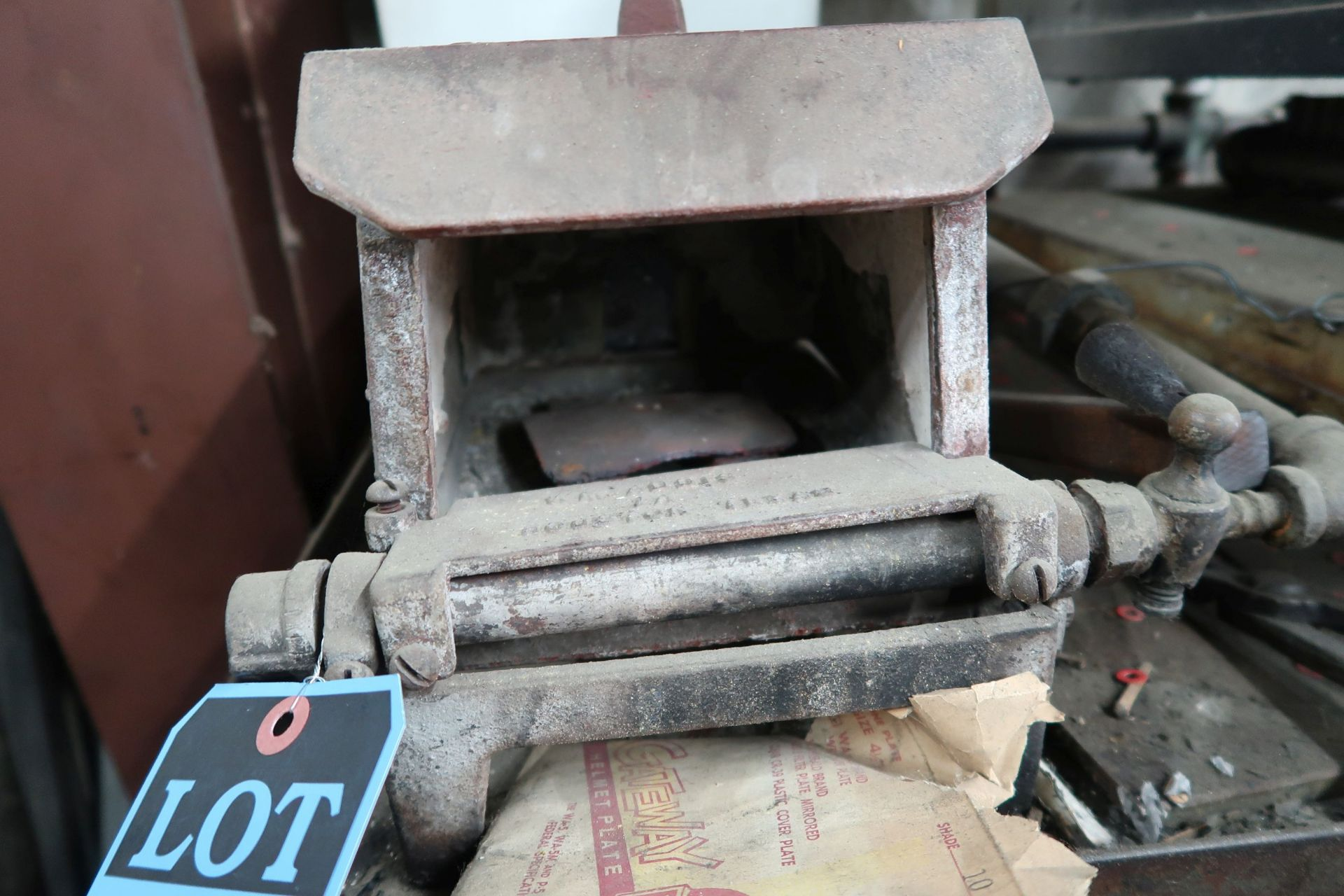 """ADDIS NATURAL GAS OVEN; 6""""W X 3""""H X 8"""" DEEP - Image 3 of 4"""