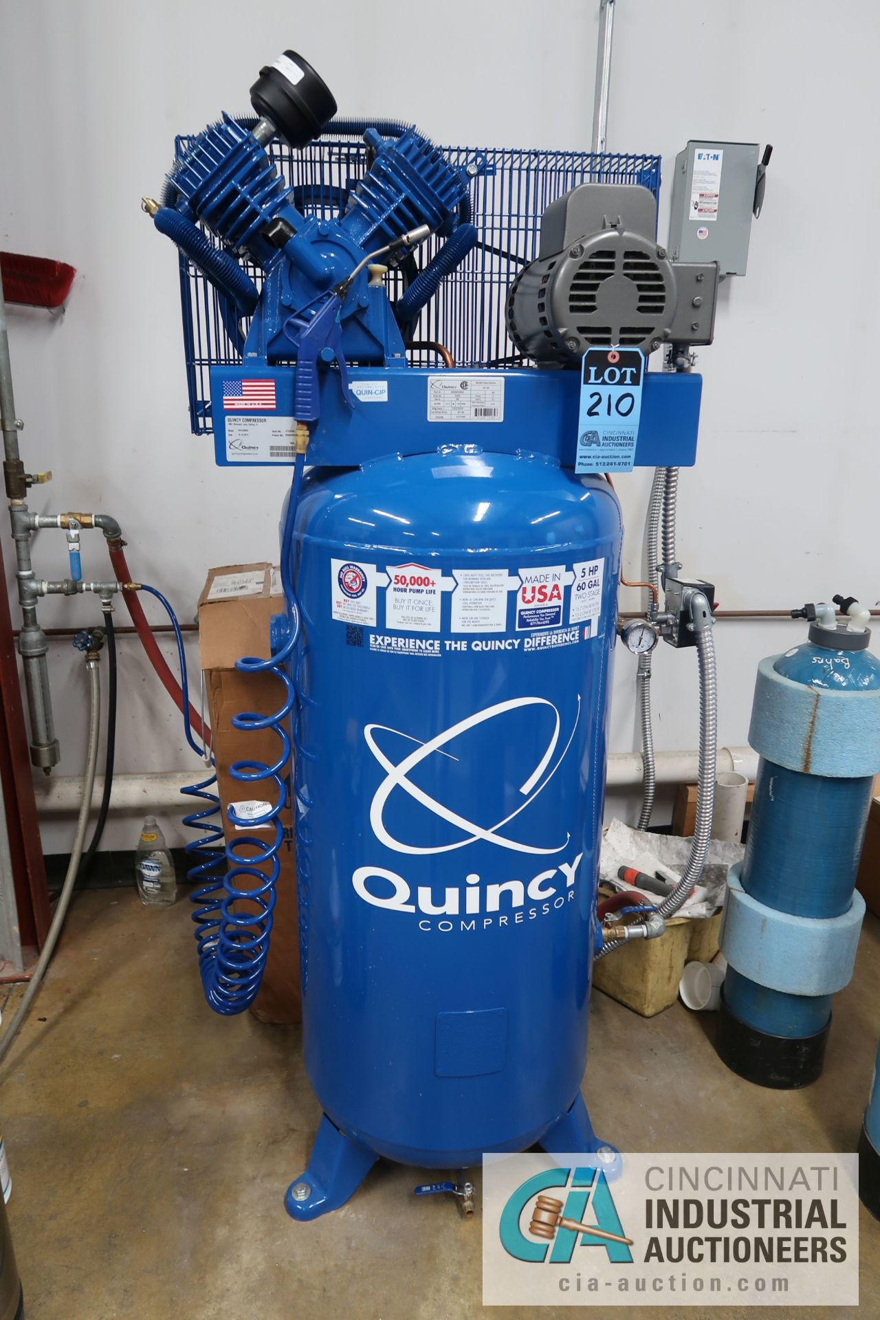 5 HP QUINCY VERTICAL TANK MOUNTED AIR COMPRESSOR