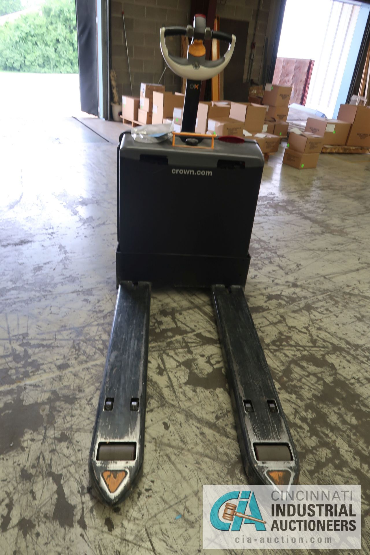 2,000 LB. CROWN MODEL WP3035-45 ELECTRIC WALK BEHIND PALLET TRUCK; S/N 7A291635, WITH BUILT IN - Image 3 of 6
