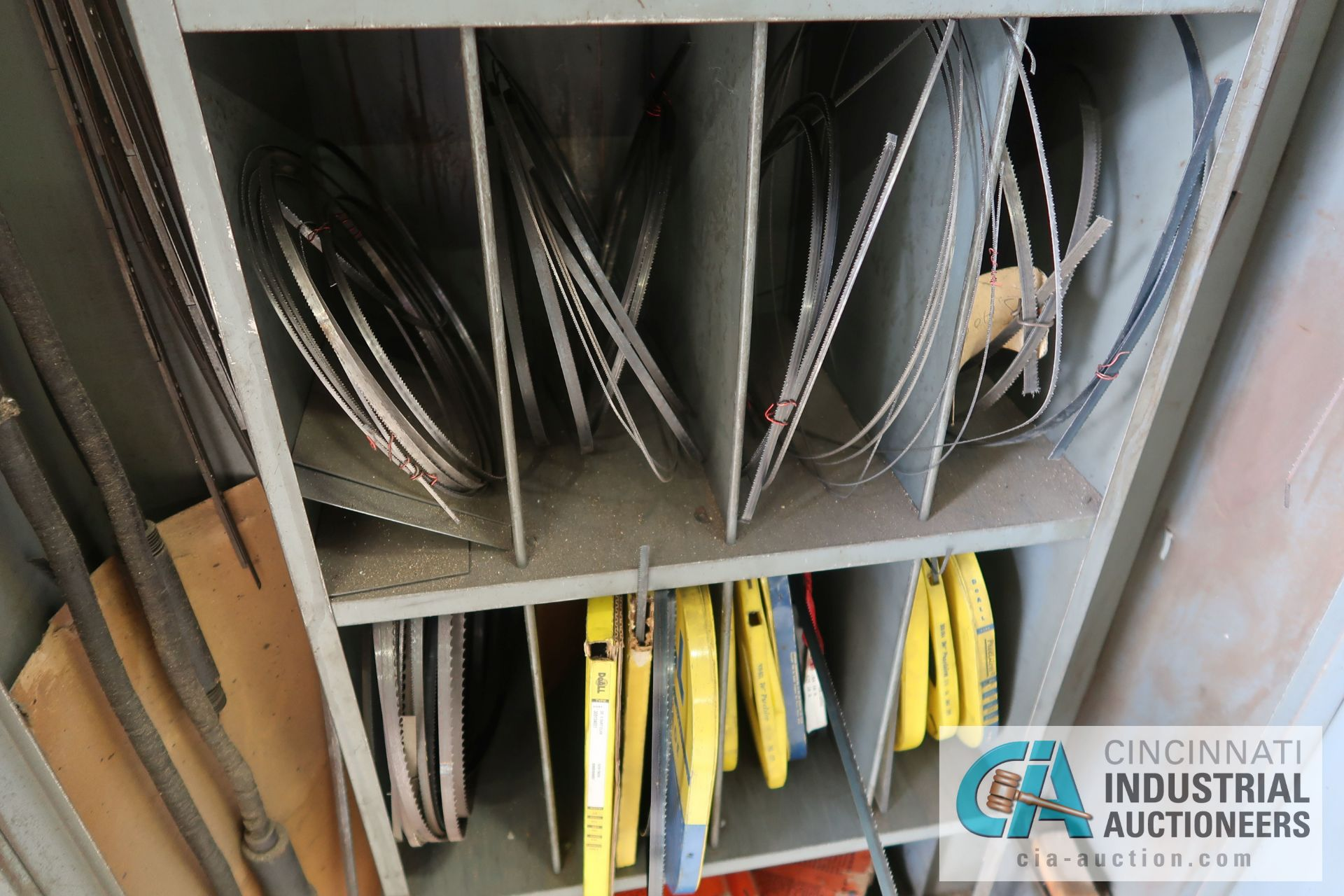 (LOT) MISCELLANEOUS SIZE BAND SAW BLADES WITH STORAGE CABINET - Image 4 of 6