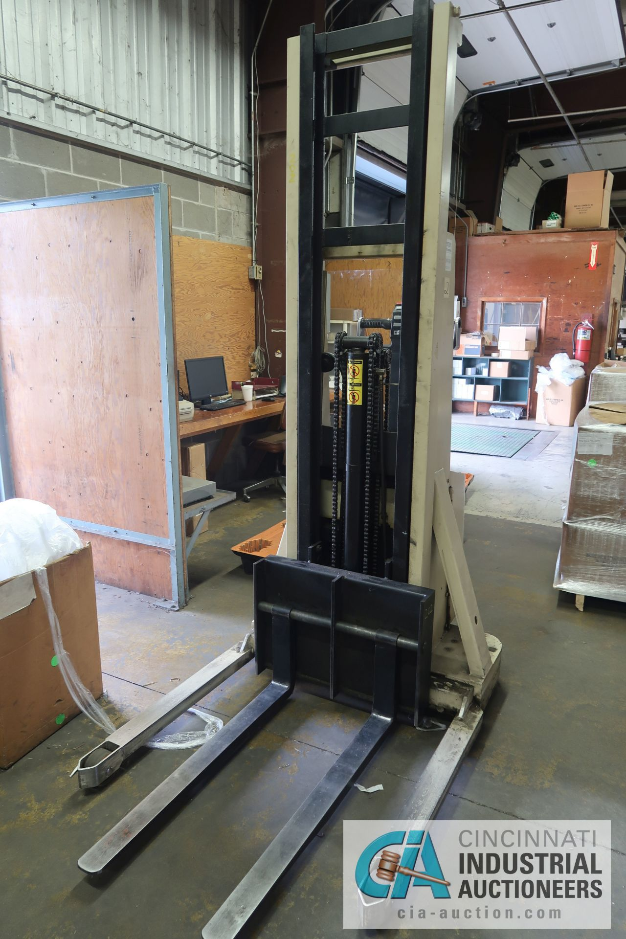 2,000 LB. CAPACITY CROWN MODEL 20MT ELECTRIC WALK BEHIND ELECTRIC STACKER; S/N 1A132307, 24 VOLT, - Image 2 of 5