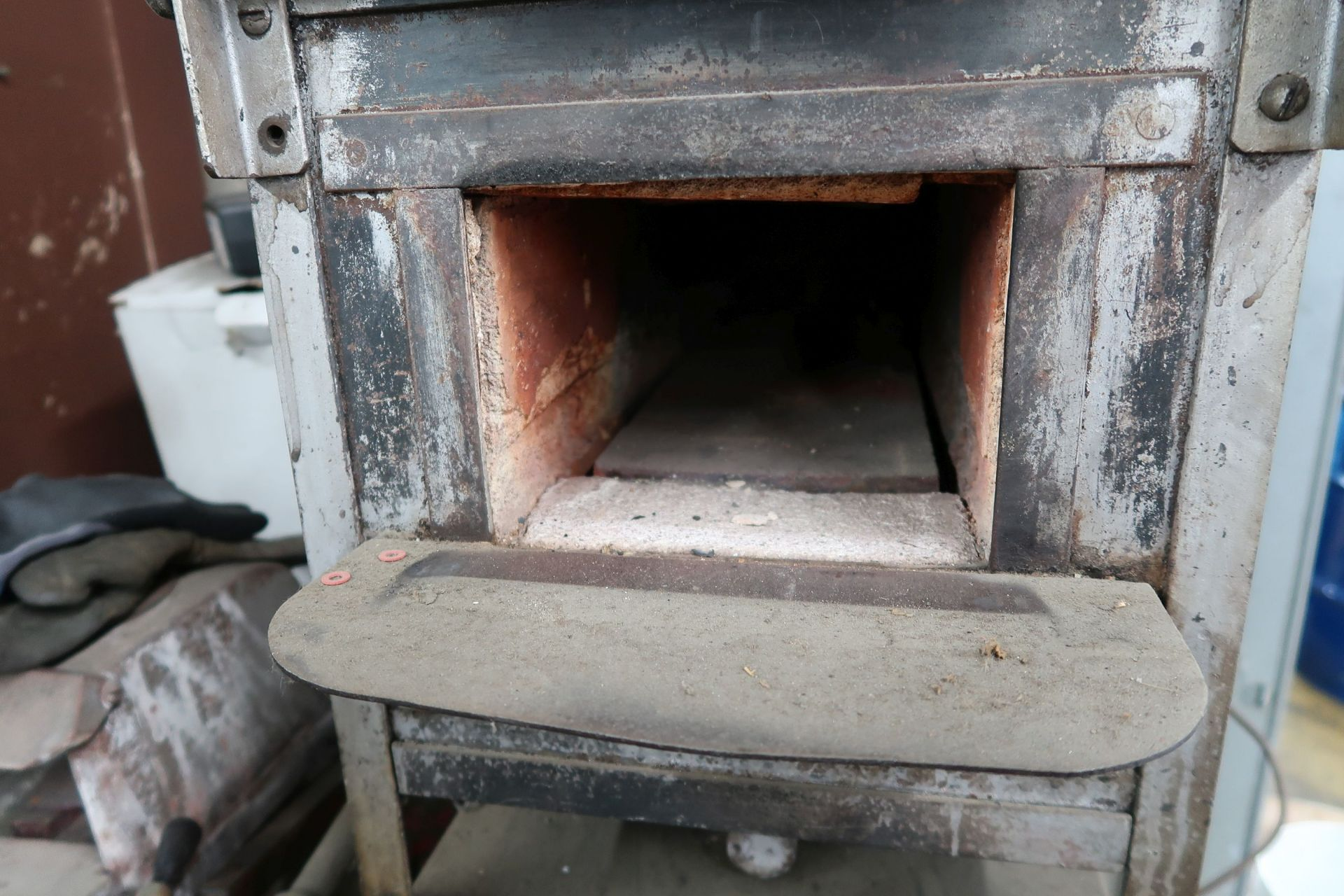 """KER & COMPANY NATURAL GAS OVEN; 7""""W X 5""""H X 15"""" DEEP, TO 2,000 DEGREES - Image 2 of 4"""