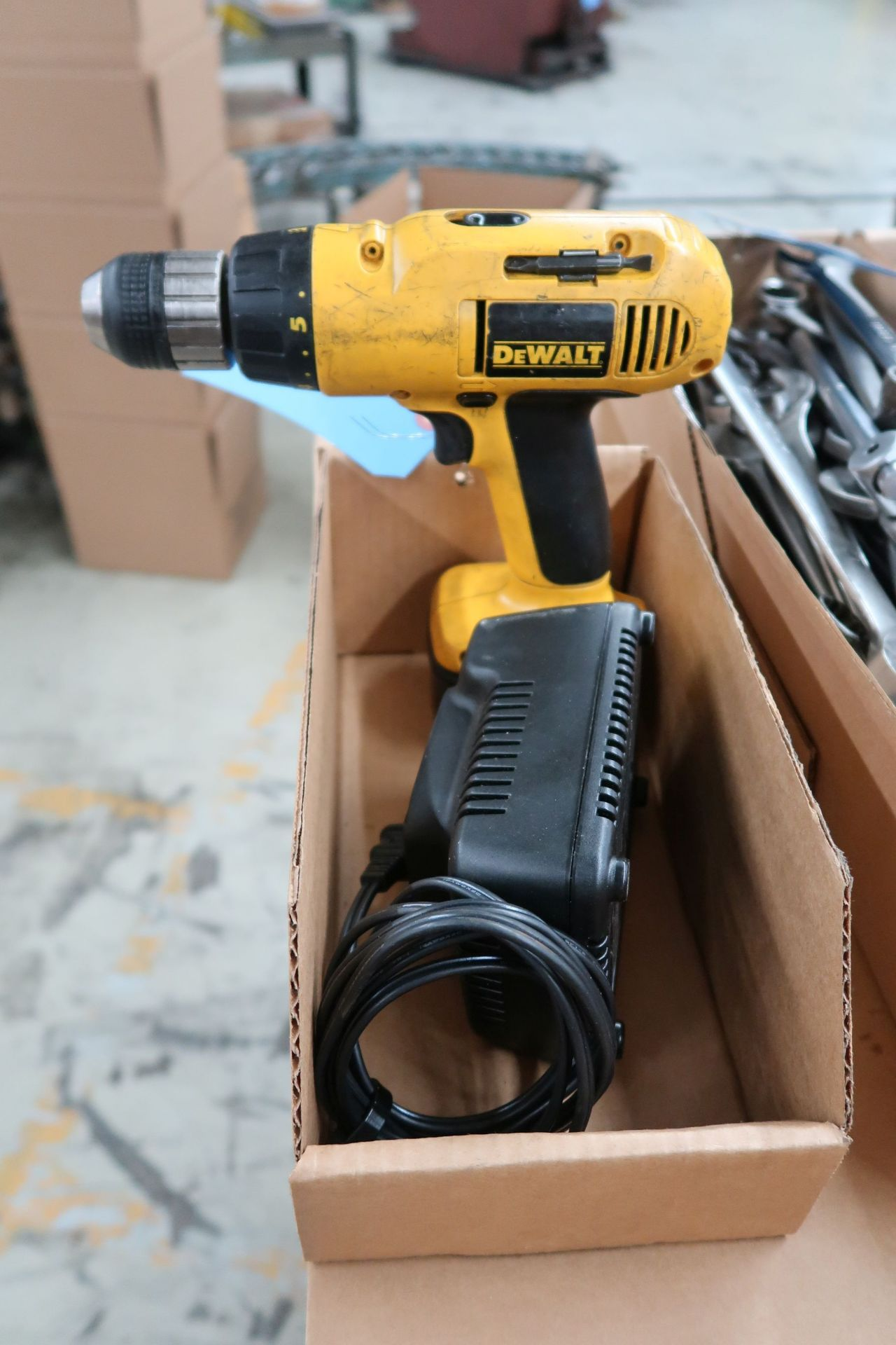 CORDLESS DRILL W/ CHARGER