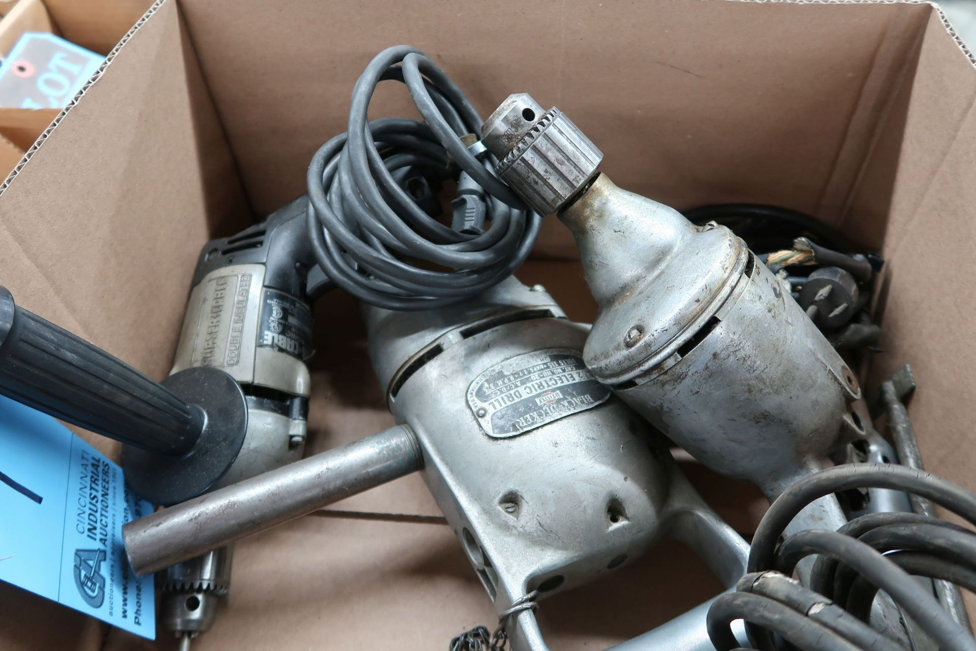 (LOT) ELECTRIC TOOLS INCLUDING (4) DRILLS & (1) CIRCULAR SAW - Image 3 of 3
