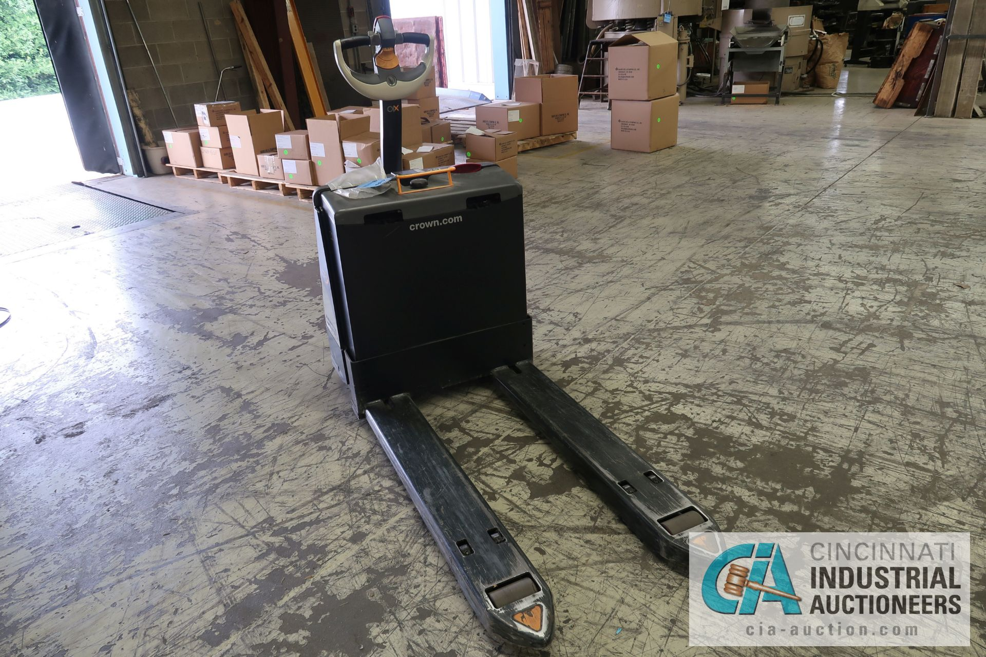 2,000 LB. CROWN MODEL WP3035-45 ELECTRIC WALK BEHIND PALLET TRUCK; S/N 7A291635, WITH BUILT IN - Image 2 of 6