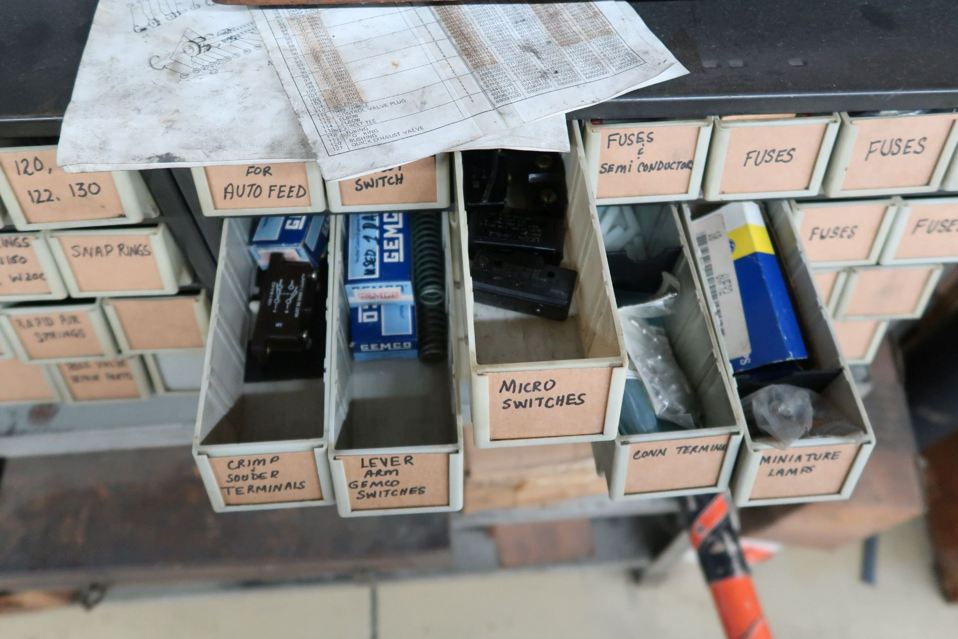 (LOT) CONTENTS OF RACK AGAINST WALL INCLUDING HARDWARE, TOOLS, ELECTRICAL PARTS (NO SOUND SYSTEM) - Image 4 of 6