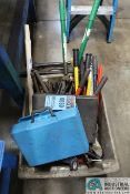(LOT) MISCELLANEOUS TOOLS