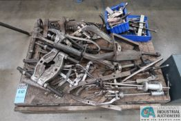 (LOT) MISCELLANEOUS GEAR AND BEARING PULLERS