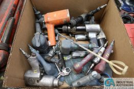 (LOT) MISCELLANEOUS PNEUMATIC TOOLS INCLUDING GRINDERS, DRILLS, HAMMERS