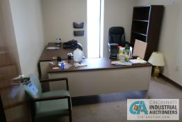 (LOT) CONTENTS OF OFFICE INCLUDING (2) DESKS, (2) CABINETS, BOOKSHELF, (2) CHAIRS **NOTHING ATTACHED