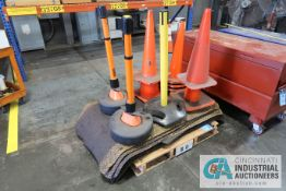(LOT) COMFORT MATS AND SAFETY CONES